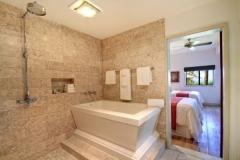 hotel wailea bathroom